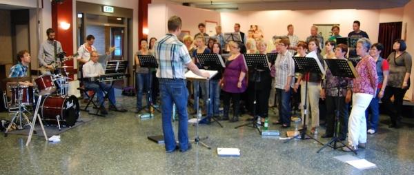Het koor tijdens de open repetitie